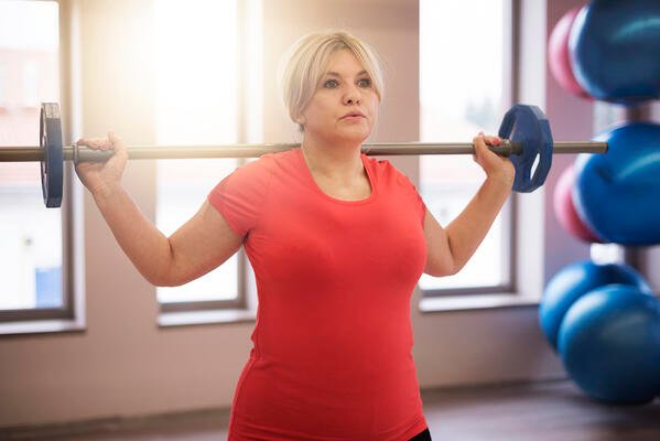 older-woman-weight-lifting